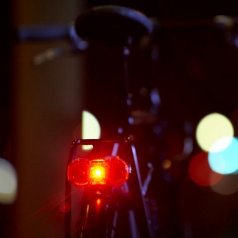Zadné dynamo svetlo s kondenzátorom, zdroj: http://www.bumm.de/uploads/tx_bummprodukte/329__TOPLIGHT_Flat_Actionbild.jpg