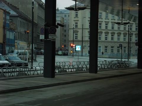 Východ zo stanice na bicykli