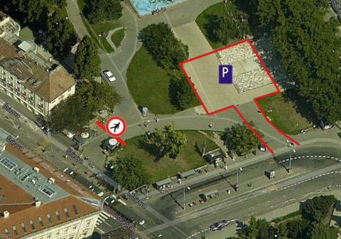 Parkovisko a zákaz vstupu chodcov do parku