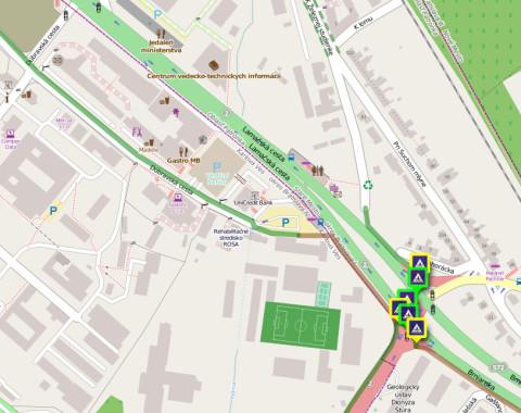 zelená hrubá plná čiara - obojsmerná cestička pre cyklistov zelená tenká prerušovaná čiara - cyklopruh hnedá čiara - zmiešaný pohyb chodcov a cyklistov priechod pre cyklistov v zelenom rámčeku - svetelne riadený priechod pre cyklistov v žltom rámčeku - neriadený