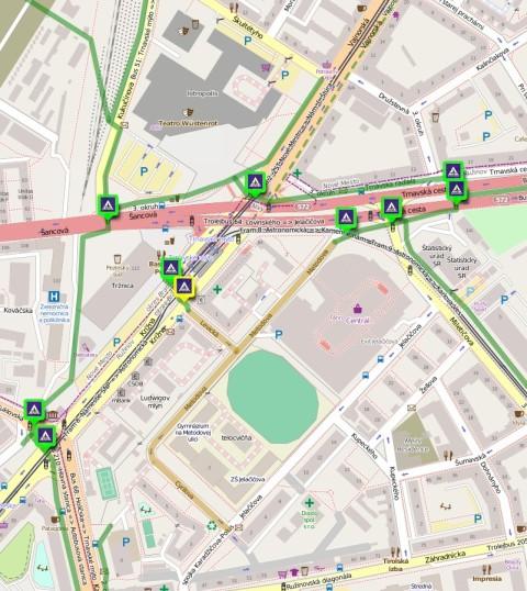 zelená hrubá plná čiara - obojsmerná cestička pre cyklistov zelená tenká prerušovaná čiara - cyklopruh hnedá čiara - jednosmerná ulica s povolením protismernej jazdy cyklistov priechod pre cyklistov v zelenom rámčeku - svetelne riadený priechod pre cyklistov v žltom rámčeku - neriadený