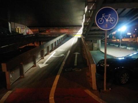 Obnova vodorovného dopravného značenia pod Mostom SNP v Petržalke - lávka