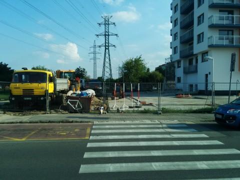 Cyklotrasa zmizla pri výstavbe polyfunkčného domu