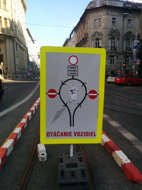 """Tu zabudli do schémy pridať pod B3 Zákaz vjazdu všetkých vozidiel dodatkovú tabuľku """"okrem cyklistov"""""""